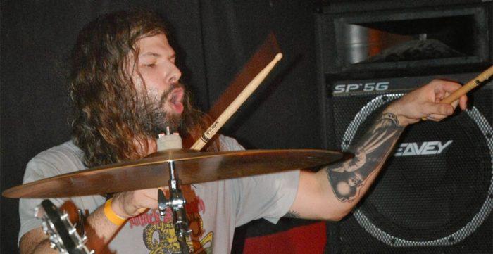 Asaltan y apuñalan al baterista de la banda Eyehategod en Guadalajara