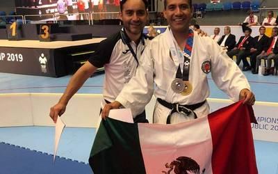 Aristeo Flores se cuelga la medalla de oro en campeonato internacional de Karate