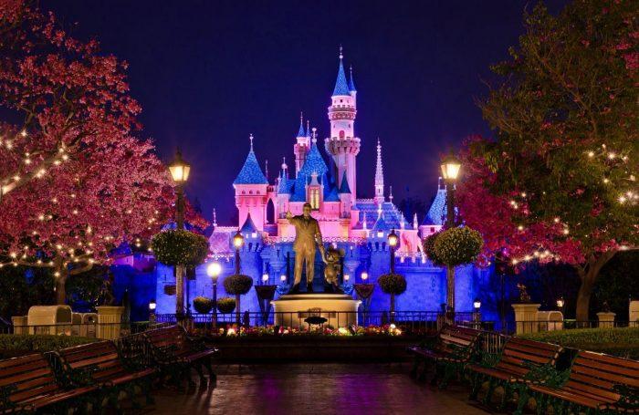 Heredera de Disney critica condiciones de trabajo en Disneylandia