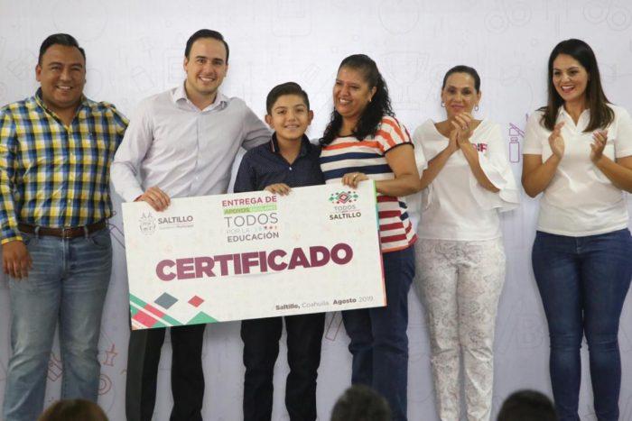 Inicia Alcalde entrega de apoyos escolares a 10 mil familias