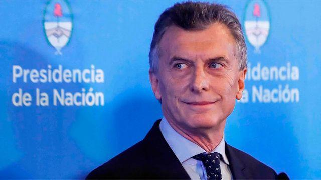 Macri anuncia recorte de impuestos, congelar precios gasolinas y aumentar subsidios en Argentina