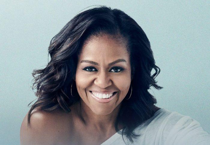 Michael Moore candidatea a Michelle Obama para próximas elecciones de EU