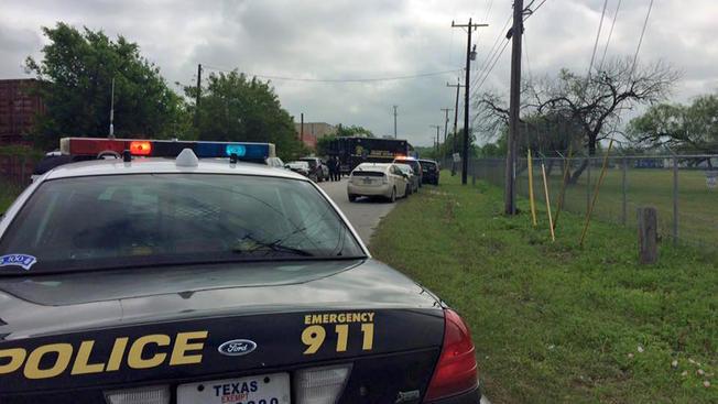 Hombre mata a tres en tiroteo en San Antonio