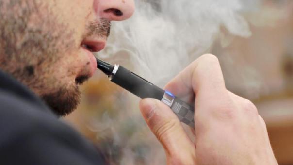 Nueva York prohíbe la venta de cigarrillos electrónicos con sabores