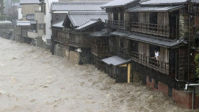 """Aumenta a 26 el número de muertos por tifón """"Hagibis"""" en Japón"""