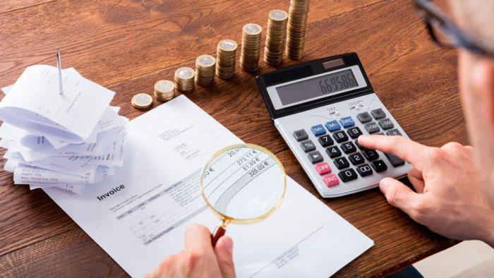 La 'lupa' de Hacienda avanza a otro sector: obligará a tu casero a emitir facturas