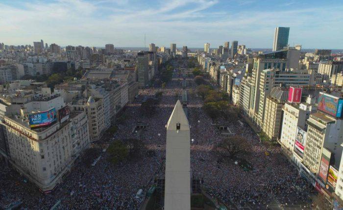 Baño de masas para Mauricio Macri en el tramo final de la campaña electoral argentina