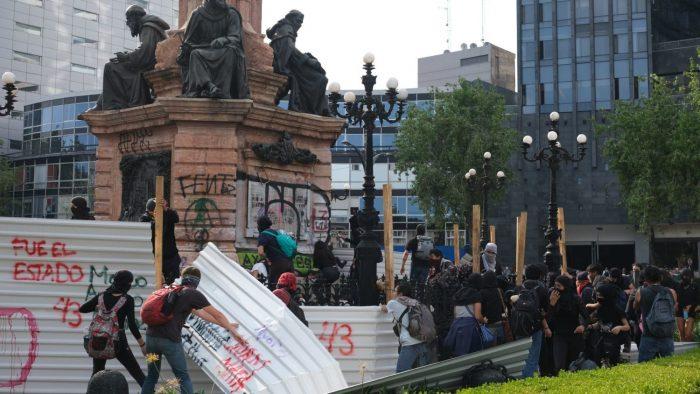 Encapuchados agreden a la prensa y 'rompen' cinturón de paz en Marcha del 2 octubre