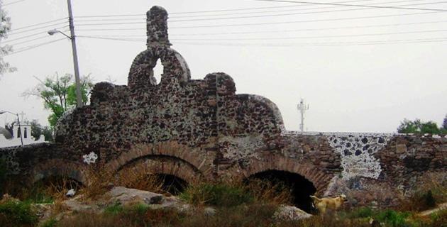 DESCUBREN TÚNEL VIRREINAL CON GLIFOS PREHISPÁNICOS EN EL ALBARRADÓN DE ECATEPEC