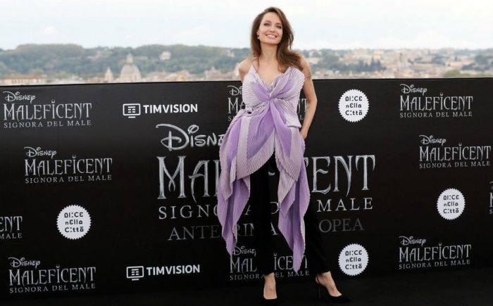 Angelina Jolie usó un dramático look lavanda para la premier de 'Maléfica 2' en Roma
