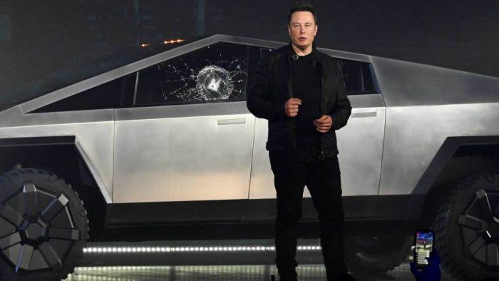 """El cristal """"indestructible"""" del nuevo vehículo de Tesla se rompe en plena presentación"""