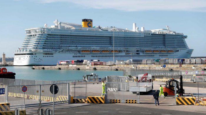 Bloquean el desembarco de un crucero cerca de Roma por sospecha de coronavirus: 6000 pasajeros varados
