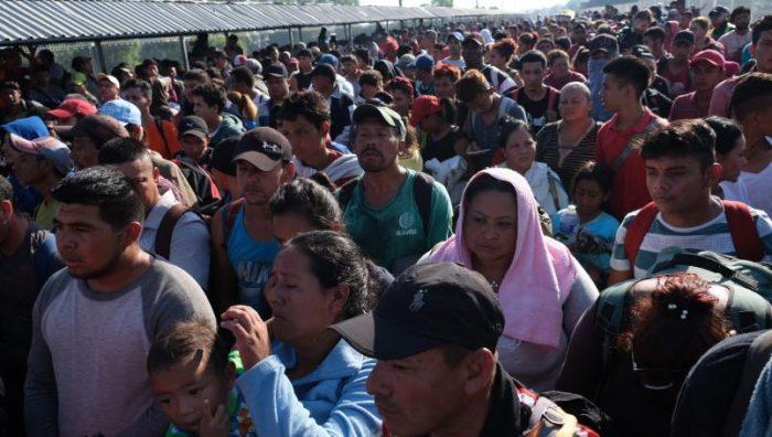 Llega mega caravana migrante a frontera sur; más de 4 mil esperan ingreso