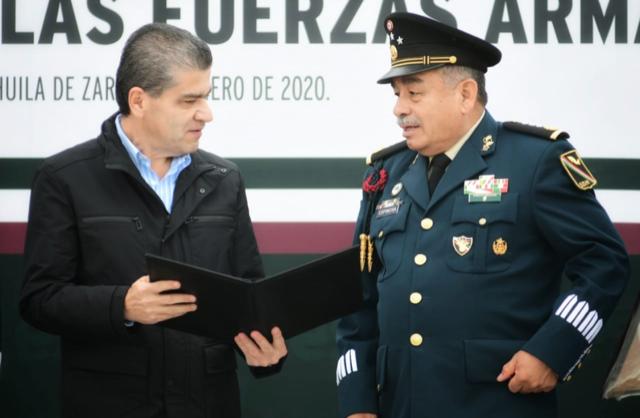 ENTREGA GOBERNADOR RIQUELME RECONOCIMIENTO A FUERZAS ARMADAS