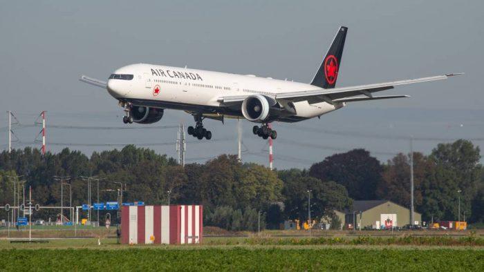 Al Momento: Barajas prepara el aterrizaje de emergencia de un avión canadiense con daños en una rueda