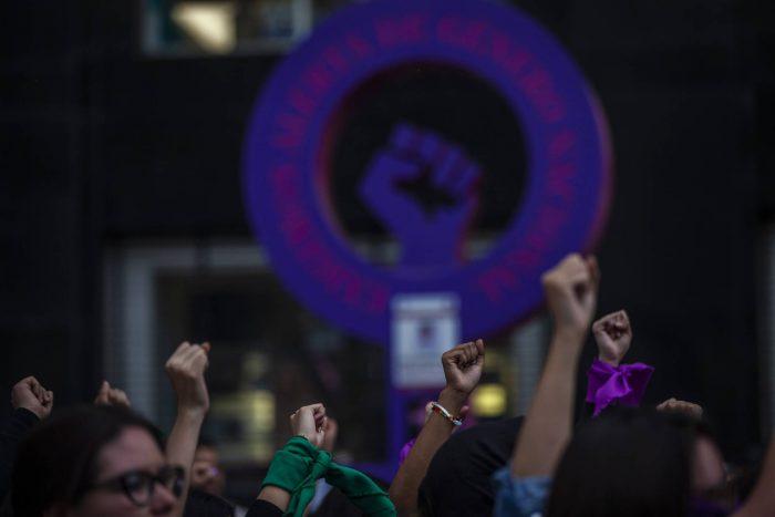 La ola feminista rebasa a México