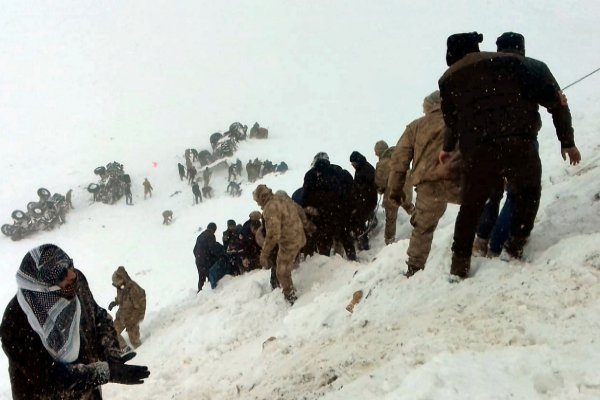 Tragedia en Turquía: fueron a rescatar a desaparecidos por una avalancha, los sepultó otro alud y hay 31 muertos