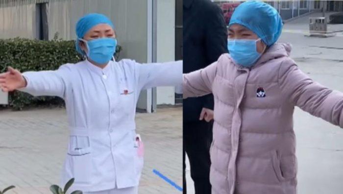 """""""Estoy luchando con un 'monstruo'"""": Enfermera que trabaja con coronavirus se despide de su hija"""
