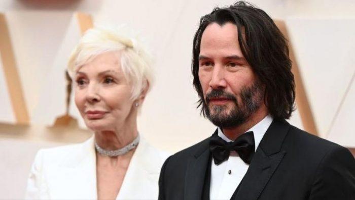 Keanu Reeves llega a los Oscar 2020 en compañía de su madre