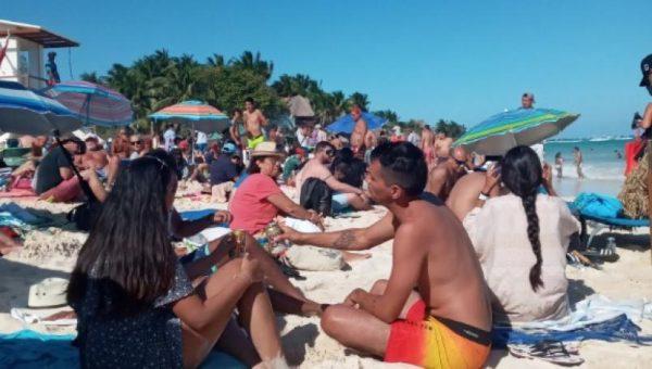 Realizan pícnic en playa Mamitas en protesta por agresiones a turistas