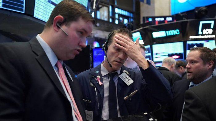Wall Street opera con pérdidas pese a las nuevas medidas de la Fed.