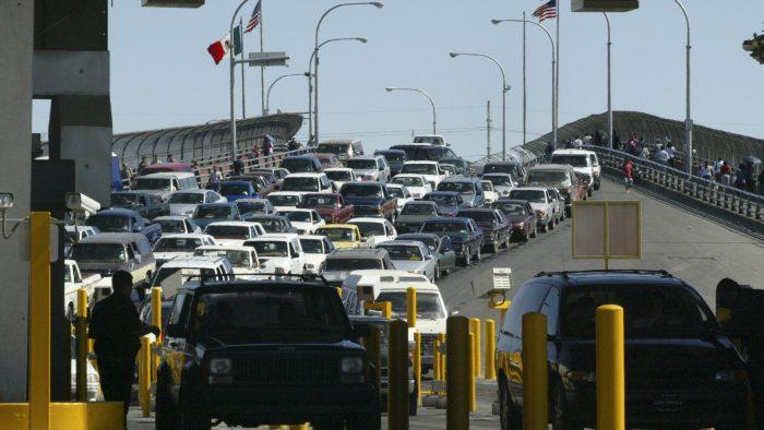Piden endurecer revisiones sanitarias a estadounidenses que cruzan a México