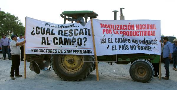 Agricultores cierran carreteras e incendian vehículos oficiales en Chihuahua por apertura de presa