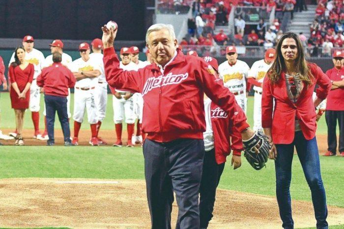 AMLO compra estadio de béisbol por 511 millones de pesos, en plena pandemia.