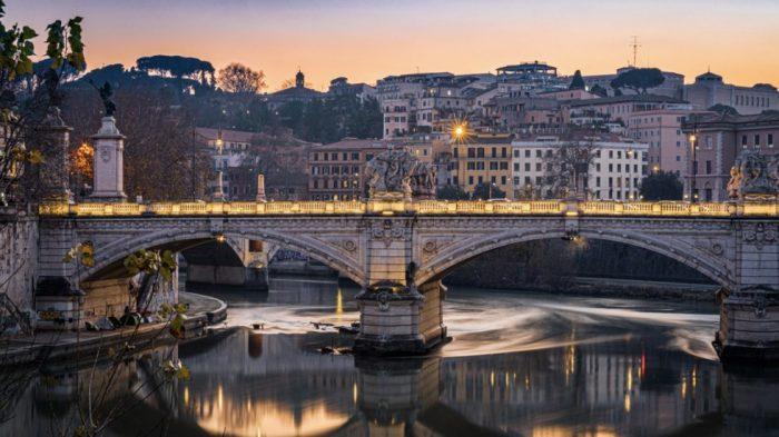 Detectan presencia de Covid-19 en aguas de Roma y Milán