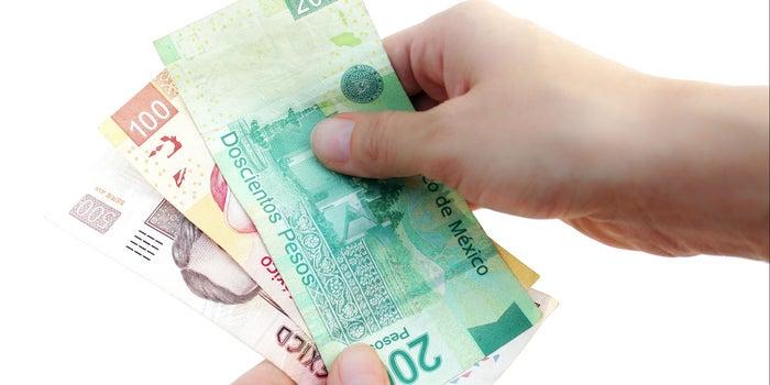 ¿Te preocupa que billetes y monedas estén contaminados con COVID-19? Te explicamos qué ocurre