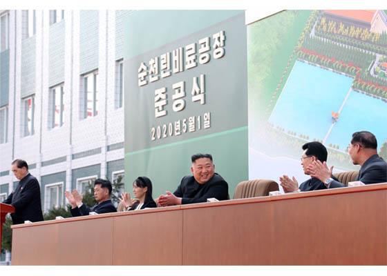 Líder norcoreano Kim Jong Un reaparece públicamente, según medio estatal