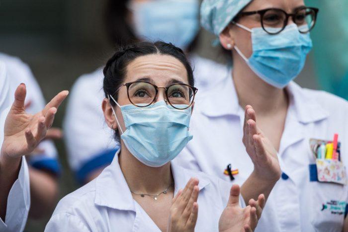 En España el número de fallecidos por coronavirus cae a 164, el menor en un mes y medio