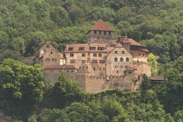 Liechtenstein, el paraíso de los desconocidos y millonarios príncipes absolutos