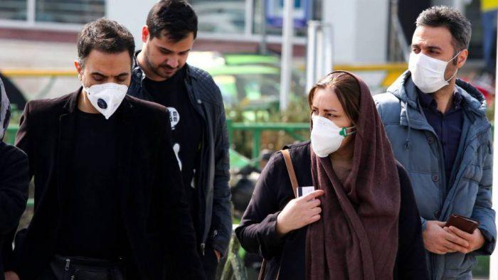 El avance de la pandemia obliga a dar marcha atrás a países que volvían a abrirse