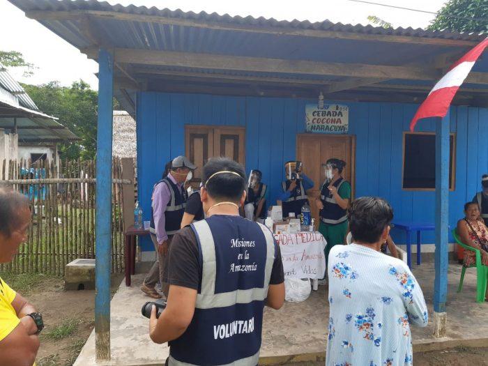 Un grupo evangélico peruano inyecta un medicamento veterinario a miles de personas para la covid-19