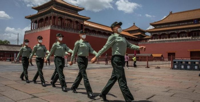 Aprueba China vacuna contra coronavirus para su ejército