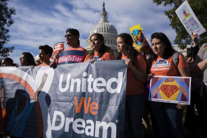 EE.UU. rechazará nuevas solicitudes a plan migratorio DACA y limitará la extensión