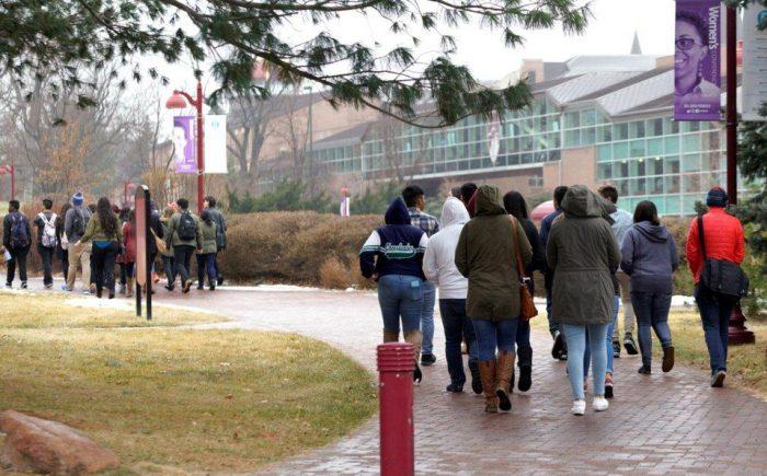 Universidades y estados lanzan una ofensiva judicial para proteger a los estudiantes internacionales en Estados Unidos