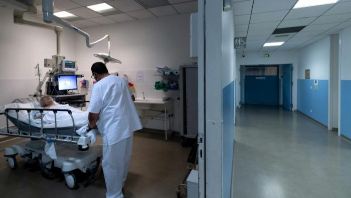 Francia desarrolla un instrumento parecido al alcoholímetro para detectar Covid-19