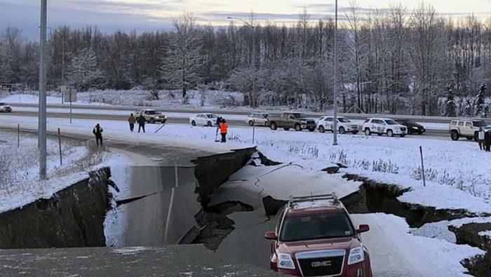 Sismo magnitud 7.8 sacude Alaska