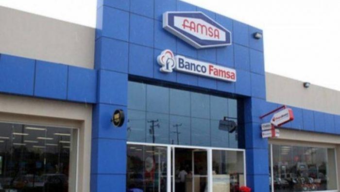 """Acuden clientes a Banco Famsa tras liquidación; """"no hay sistema"""", les dicen"""