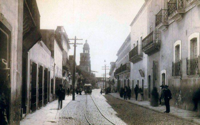 DOMINGO DE LEYENDA: LA CALLE DE LAS TRES CRUCES (ZACATECAS)