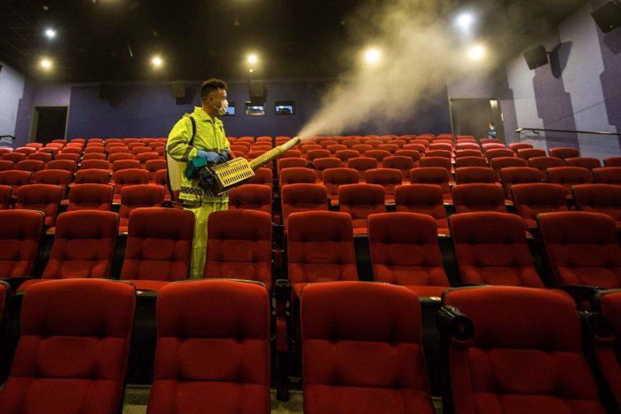 Reabrirán cines y museos en CDMX; bares y antros podrán cambiar de giro