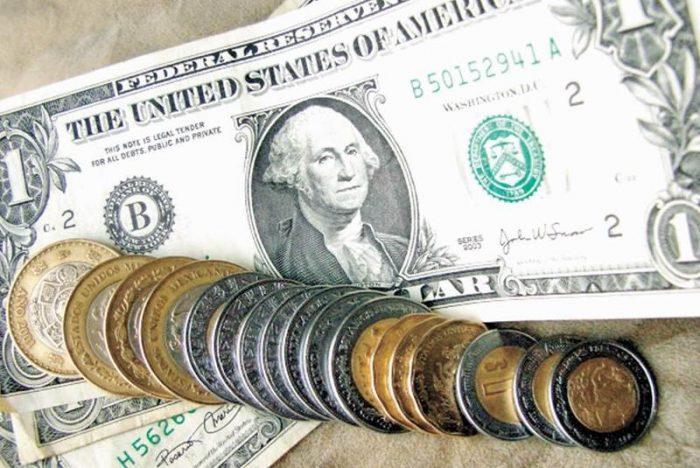 Peso inicia jornada con pérdidas: cotiza en 22.43 por dólar