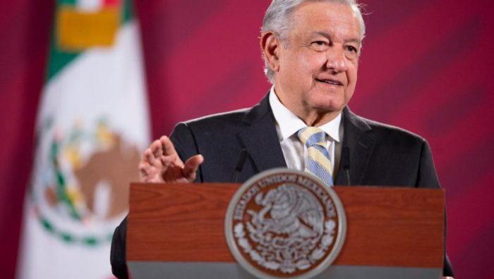 AMLO pide al INE usar voluntarios para evitar que consulta sobre expresidentes sea costosa