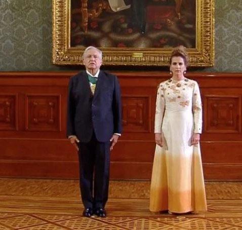 Causa polémica vestido que usó Beatriz Gutiérrez en ceremonia del Grito de Independencia