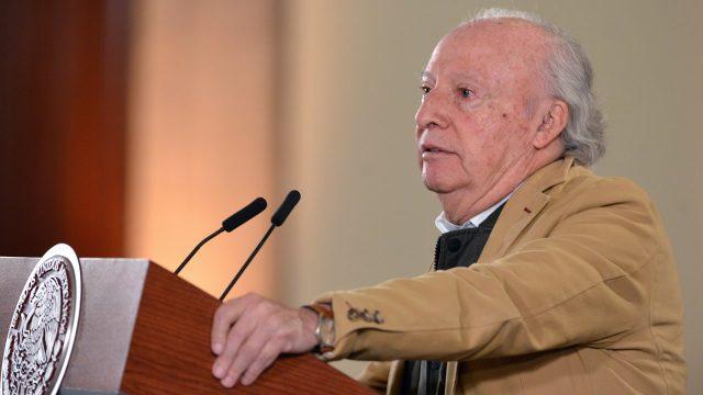 "Confirma AMLO renuncia de Víctor Manuel Toledo a Semarnat por ""estrés"""