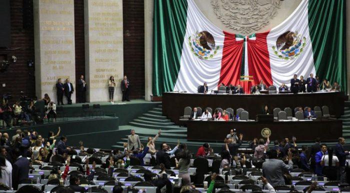 Diputados aprueban dictamen para quitar fuero al presidente de México