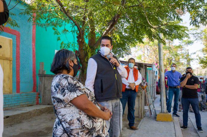CHEMA MORALES LLEGA A ENCHULAR LAS CASAS EN GUANAJUATO DE ARRIBA