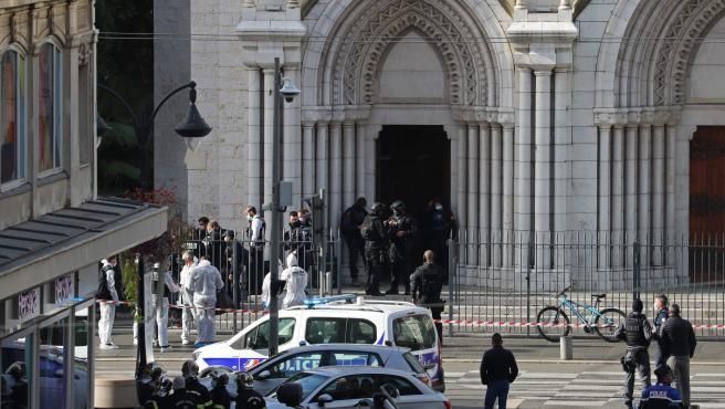 'Ataque terrorista' de Niza, hay un decapitado